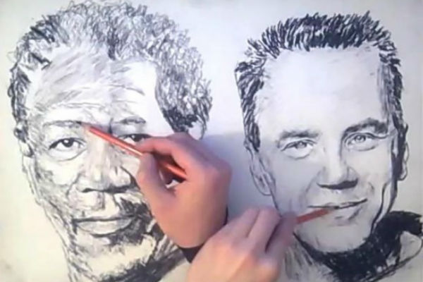 Обеими руками – одновременно два портрета…