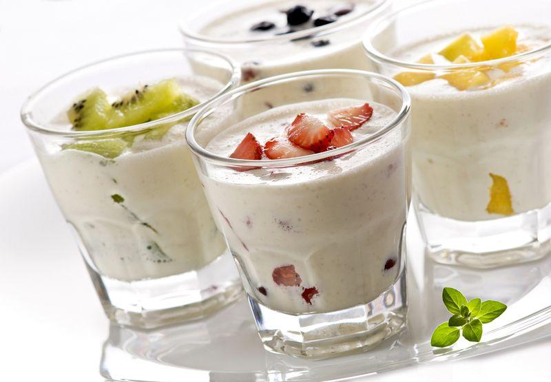 Стакан натурального йогурта – хороший выбор перед сном