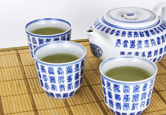 Заварите зеленый чай за пару часов до сна